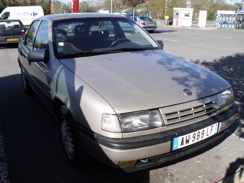 opel vectra riviera 1 8 gls d 39 occasion berline essence de 1992 en vente bourges annonce. Black Bedroom Furniture Sets. Home Design Ideas